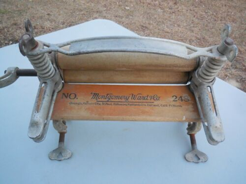 ANTIQUE MONTGOMERY WARD & CO NO 248 CLOTHES WRINGER / PROMPT SAFE SHIPPING