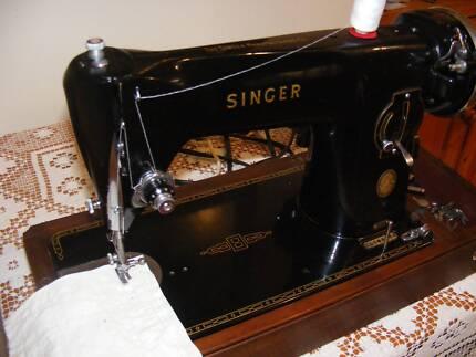 SUPERB OLD VINTAGE SINGER ! A QUALITY ROBUST MACHINE