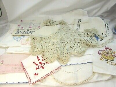 Doily Cute Apron One of a Kind Floral Print Great Mother/'s Day Gift Vintage Button