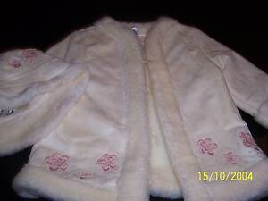 BEUTIFUL SIZE 1 GIRLS COAT AND HAT.  LINED.   GREAT COND. IVORY Rowville Knox Area Preview
