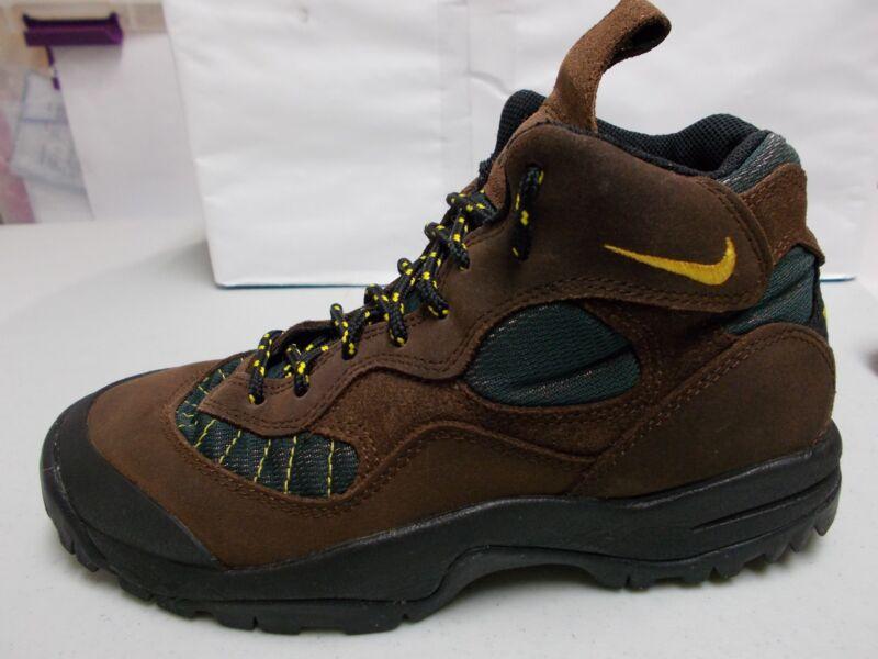 online store 82c3e b3410 NIKE AIR ACG 950507 Women s Brown Nubuck Hiking Trail Vintage Boots Size 8.5