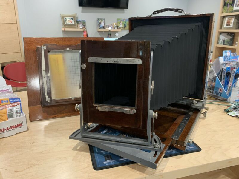 Rare Deardorff 11x14 large format wooden camera with 8x10 reducing back V11
