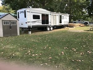 40 foot park model trailer mint condition with three pull-ups