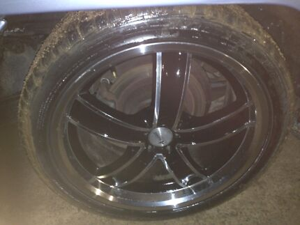 """commodore vr 18""""inch wheels set 2 near new tyres 2average$260"""