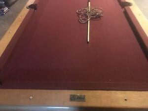 Table de pool a vendre avec boule demande 300