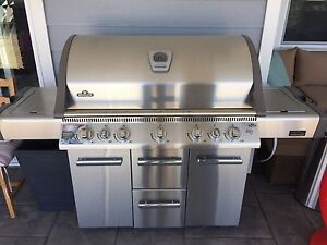 Napolean Mirage 730 Propane BBQ Used Once. Fully assembled