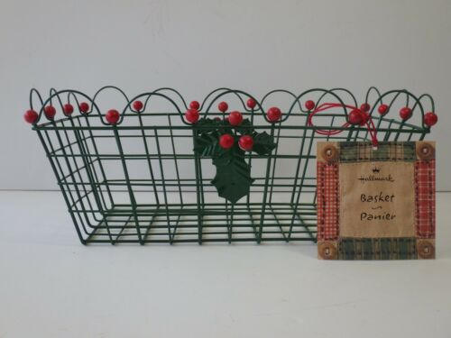 Hallmark Christmas Panier Basket Enameled Metal Green and Red Holly Berry Motif