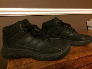 Boys Basketball Sneakers Size 3