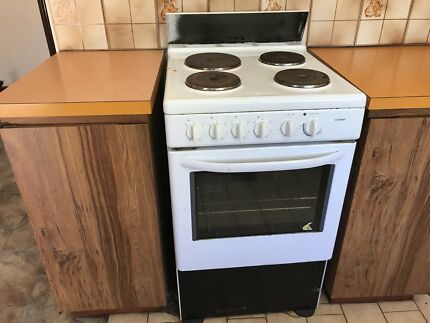 Kitchen cabinets & Chef stove