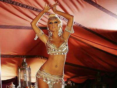 Christina Aguilera Unsigned 8x10 Photo (122)
