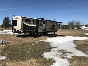 2015 Keystone Outback Diamond Edition Model 323BH 36 feet long