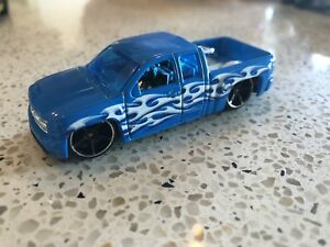 132 Chevy Silverado – Hot wheels