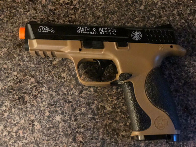 Smith And Wesson Licensed M&P 40 Full Size Spring Pistol Air Soft Gun