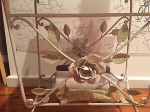 Shabby Chic style magazine or towel holder Lilli Pilli Sutherland Area Preview