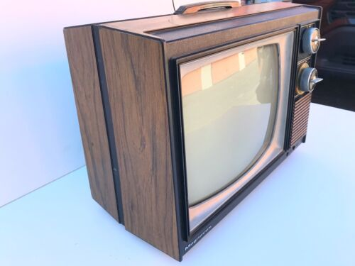 VINTAGE BLACK AND WHITE MAGNAVOX TV
