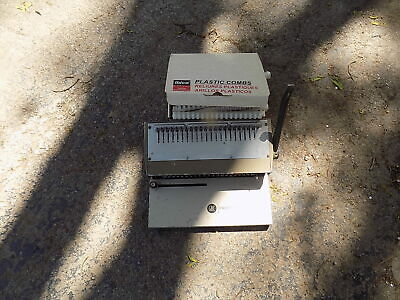 Gbc 286-pm Hole Punch And Binder Binding Machine W Box Of Plastic Combs