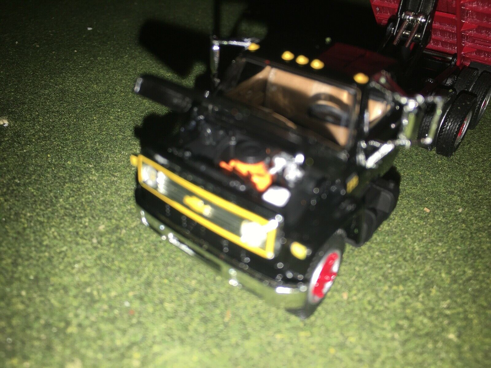 1/64 DCP BY FIRST GEAR BLACK/RED CHEVY C65 TANDEM AXLE GRAIN TRUCK 7