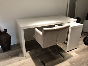 Desk with pull out pannel
