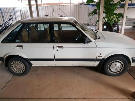 kB Ford Laser 1985 Ghia