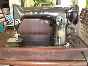 SINGER SEWING MACHINE Banksia Beach Caboolture Area Preview