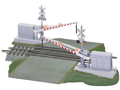 Lionel 6-12062 FasTrack O GAUGE Grade Crossing with Gates & Flashers - brand new