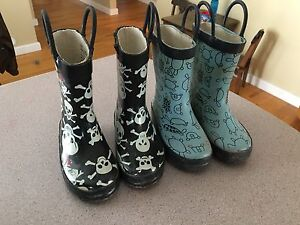 2 pairs of rubber boots size 5/7