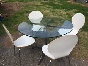Round glass topped kitchen table and 4 chairs Moss Vale Bowral Area Preview