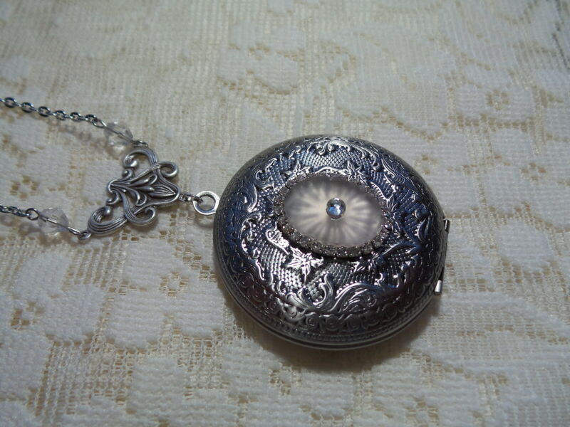 """HANDMADE VINTAGE PINK SUNRAY CRYSTAL FROSTED CAMPHOR GLASS LOCKET 24"""" (A)"""
