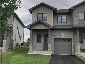 End unit, 3 bed townhome in Amherstview - 139 Simurda