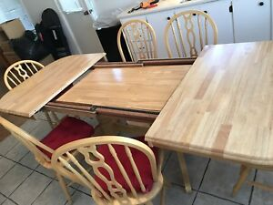 Dining table that extends and chairs