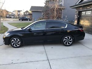 2016 Honda Accord w/ low kms, leather seats, car starter