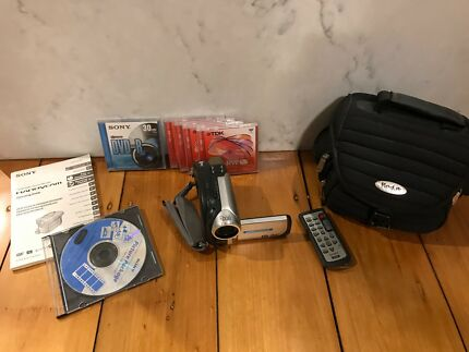 sony dvd handycam with bag and rw discs