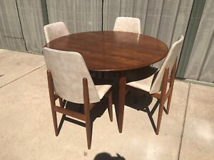 *SOLD* Genuine Parker Round table & (4) chairs in Teak on Cigar Legs