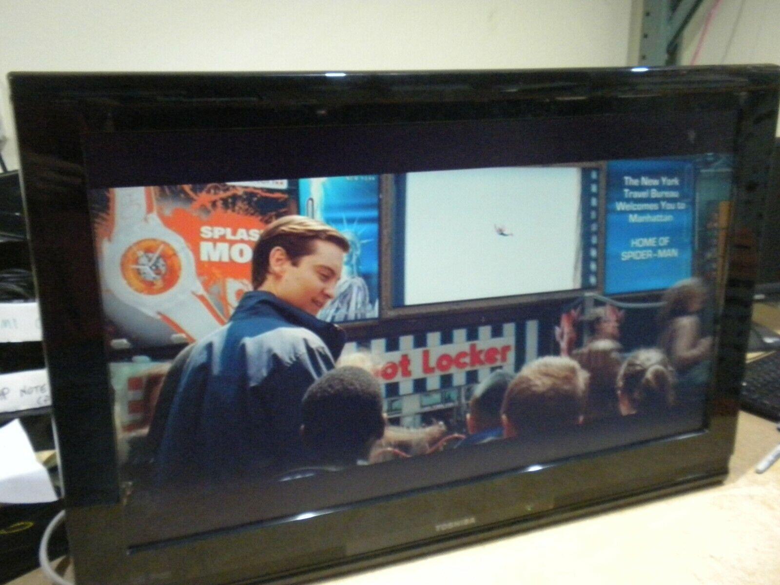 """Toshiba 32AV502U 32"""" 720p HD LCD Television PC Monitor Combo"""