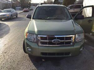 Ford escape XLT super bien pour l'hiver