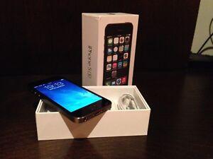 iPhone 5S 32 go noir graphite DÉVÉROUILLÉ