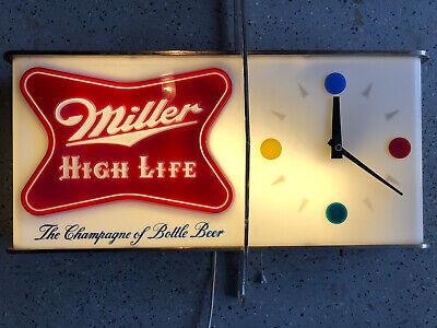 "VINTAGE 1950's MILLER BEER "" SHARK FIN "" LIGHTED CLOCK - NR"