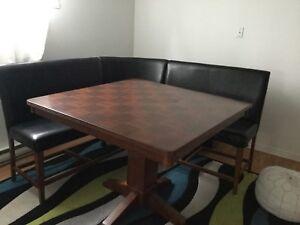 TABLE ET BANQUETTES