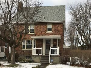 Students! 6 bed house in great location! 739 Johnson