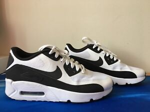 NIKE AIR MAX SHOES (SIZE 7 WOMENS OR 5.5Y)