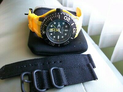 NAUTICA SOLAR POWERED MEN'S PROFESSIONAL DIVER YELLOW WATCH W/1 EXTRA BAND