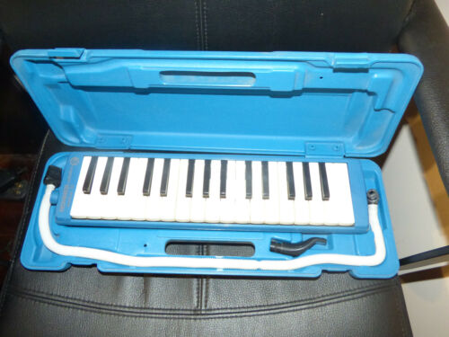 VINTAGE HOHNER STUDENT 32 BLUE MELODICA WORKING WITH CASE