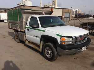 2001 GMC Sierra 2500 HD with aluminum dump box