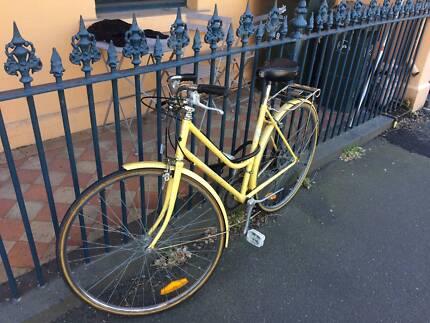 Yellow women's city bike