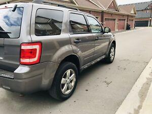 2009 Ford Escape AWD - Low KM - Excellent Condition