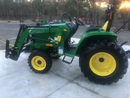 John Deere 3032E Tractor and front end loader