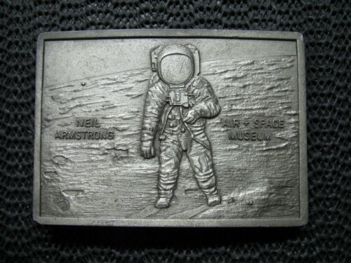 NEIL ARMSTRONG AIR SPACE MUSEUM BELT BUCKLE! VINTAGE! RARE! 1976! KINNEY! USA!
