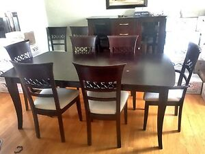 Dinning room set with 8 chairs & buffet / Salle Manger 8 chaises