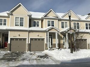 Lovely 3 bed, 1.5 bath townhome for Feb. 1 - 882 Ascot Lane