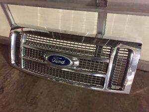 Ford F-150 Lariat Chrome Front Grill